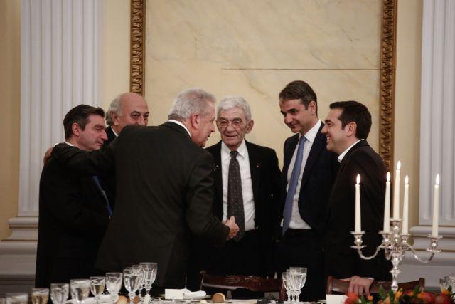 Οταν Τσίπρας και Μητσοτάκης έσκασαν στα γέλια | tovima.gr