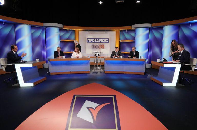 Κύπρος: Η εκ περιτροπής προεδρία, το Survivor και οι κόκκινες γραβάτες του ΑΚΕΛ | tovima.gr