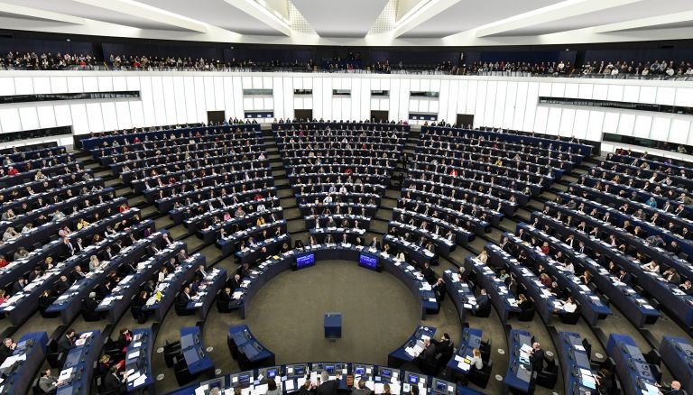 European Parliament discusses two Greek officers jailed in Turkey | tovima.gr