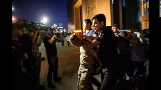 Τουρκία: Ισόβια κάθειρξη σε 64 στρατιωτικούς | tovima.gr