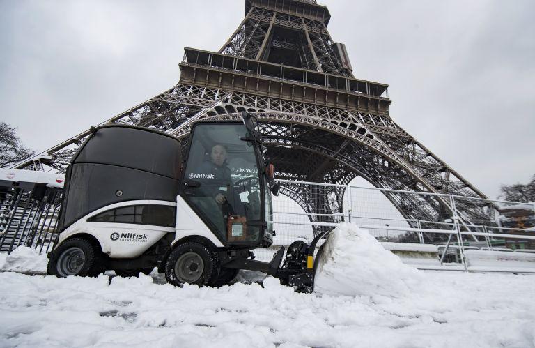Παρίσι:  Ακυρώσεις και καθυστερήσεις πτήσεων λόγω της χιονόπτωσης   tovima.gr