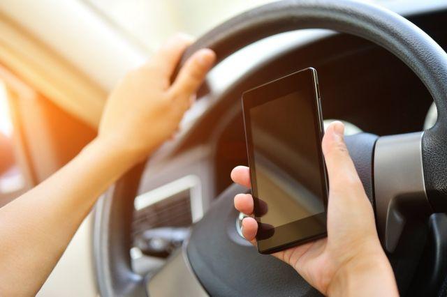 Γαλλία: Stop στη χρήση κινητού τηλεφωνου στο αυτοκίνητο και εν στάσει | tovima.gr