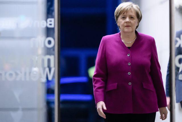 Γερμανία: Παραμένει επικεφαλής του CDU η Μέρκελ, παρά τις αντιδράσεις | tovima.gr