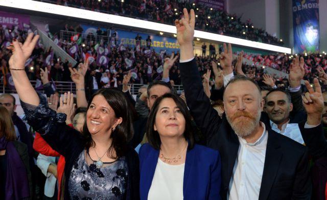 Νέες διώξεις Ερντογάν εναντίον στελεχών του φιλοκουρδικού κόμματος | tovima.gr