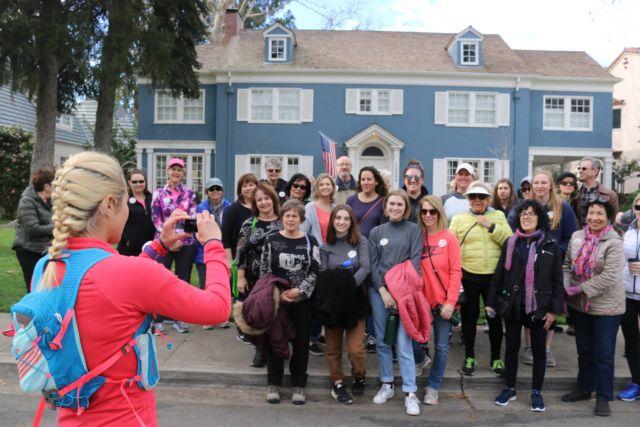 Πόλος έλξης το μπλε σπίτι της ταινίας «Lady Bird» στο Σακραμέντο | tovima.gr