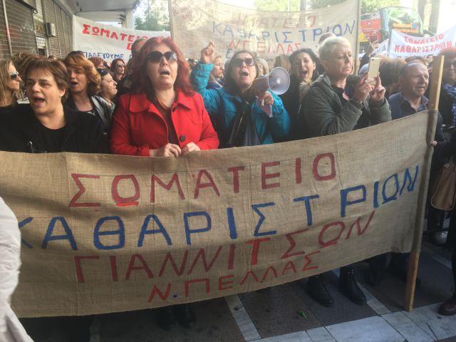 Απεργιακή κινητοποίηση απολυμένων καθαριστριών | tovima.gr