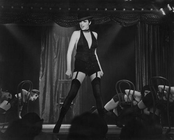 Στο σφυρί το διάσημο κοστούμι που φόρεσε η Λάιζα Μινέλι στο Cabaret   tovima.gr