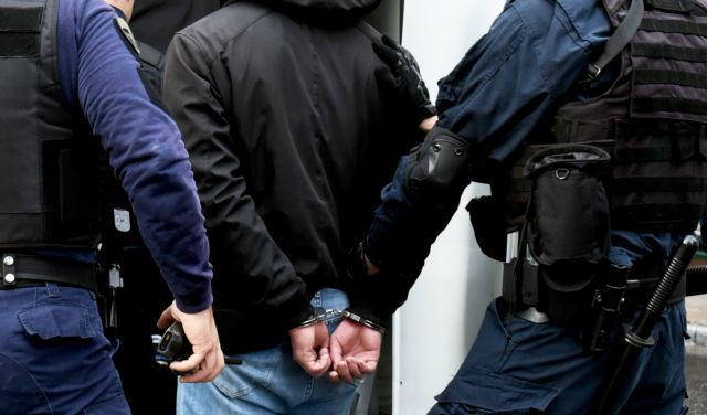 Πάτρα: Σπείρα πιάστηκε με εννιά κιλά κάνναβη | tovima.gr