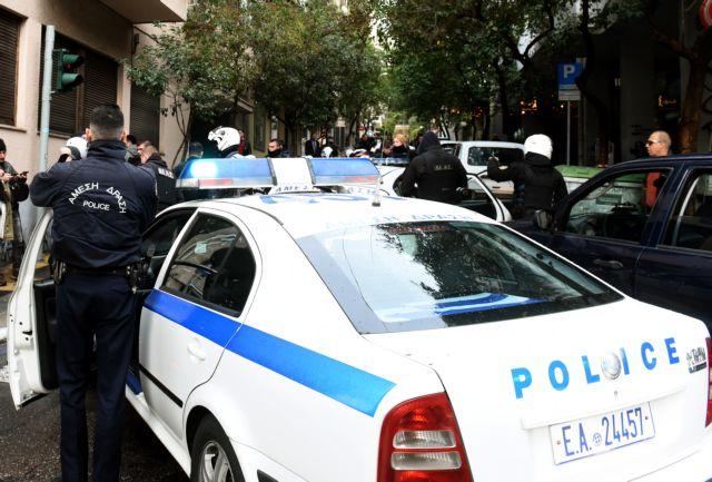 Κουκουλοφόροι μαχαίρωσαν 17χρονο μαθητή μέσα στο σπίτι του | tovima.gr