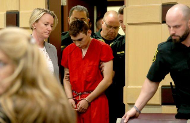 Ενώπιον δικαστηρίου ο 19χρονος μακελάρης της Φλόριντα | tovima.gr