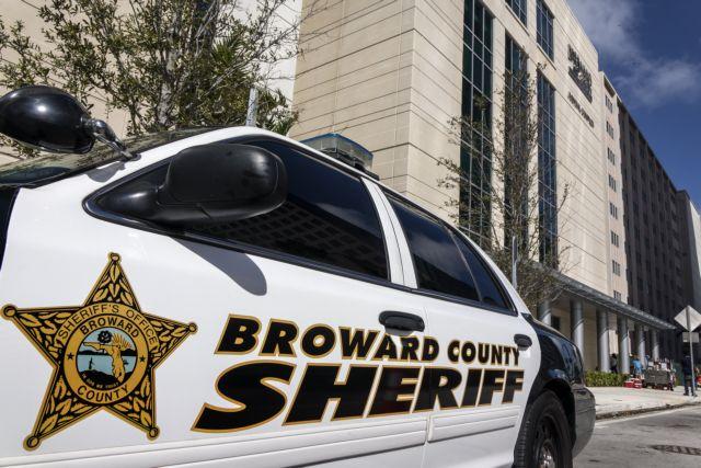 Τραμπ: Δειλός ο αστυνομικός που δεν αντέδρασε στο μακελειό της Φλόριντα | tovima.gr