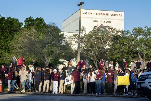 ΗΠΑ: Το λύκειο του μακελειού στη Φλόριντα υποδέχτηκε ξανά τους μαθητές | tovima.gr