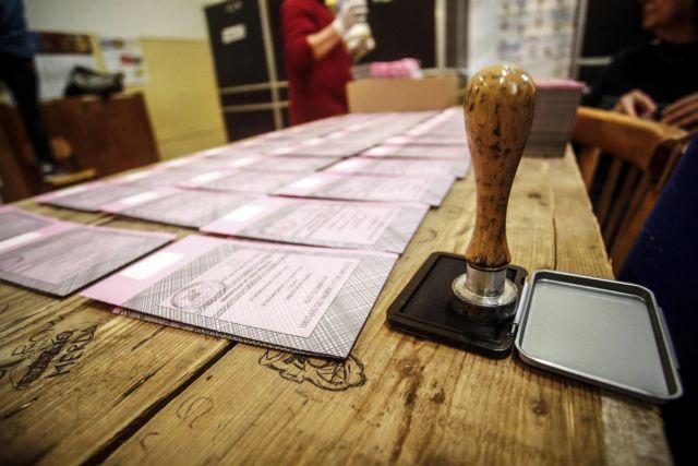 Η Ιταλία στις κάλπες για τις κρίσιμες βουλευτικές εκλογές – Ο ρόλος της αποχής | tovima.gr