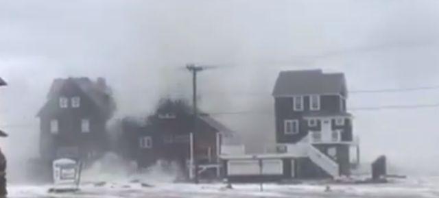 Κύματα περνούν πάνω από σπίτια στην Μασαχουσέτη [Βίντεο]   tovima.gr