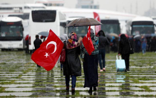 Καραβάνι αλληλεγγύης γυναικών στα σύνορα Τουρκίας – Συρίας | tovima.gr