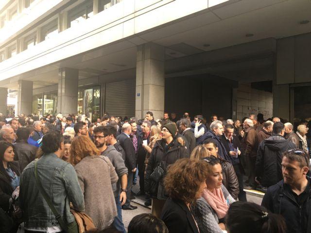 Διαμαρτυρία εφοριακών στο υπουργείο Οικονομικών   tovima.gr