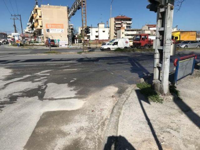 Λάρισα: Νταλίκα παρέσυρε και σκότωσε ποδηλάτισσα   tovima.gr