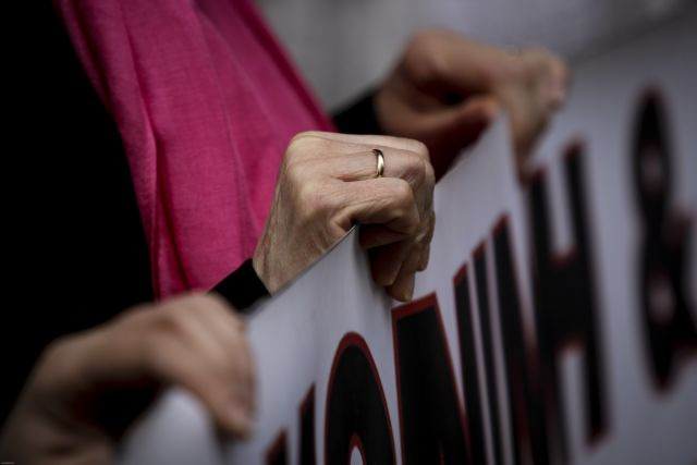 Διαμαρτυρία πραγματοποίησαν οι εργαζόμενες του Κέντρου Βρεφών Μητέρα | tovima.gr
