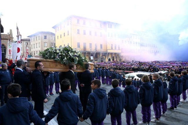 Συγκίνηση από παίκτες και χιλιάδες φιλάθλους στο «αντίο» του Αστόρι | tovima.gr