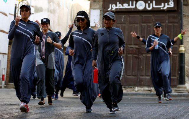 Σαουδική Αραβία: Ιστορική πορεία γυναικών στην Τζέντα   tovima.gr