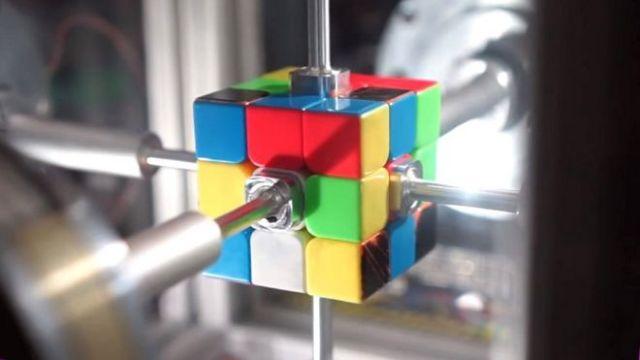 Ρομπότ λύνει τον κύβο του Ρούμπικ σε 0,38 δευτερόλεπτα [Βίντεο] | tovima.gr