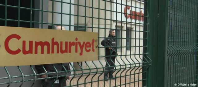 DW-Δημοσιογράφοι Cumhuriyet: «Δεν τo βάζουμε κάτω»   tovima.gr