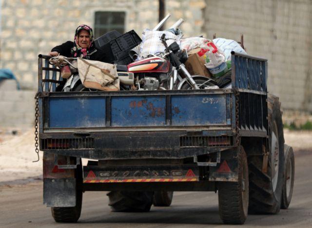 Εκατοντάδες άμαχοι εγκαταλείπουν το Αφρίν | tovima.gr