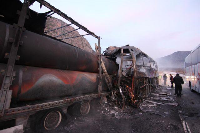 Τουρκία: 13 νεκροί από σύγκρουση λεωφορείου με φορτηγό | tovima.gr