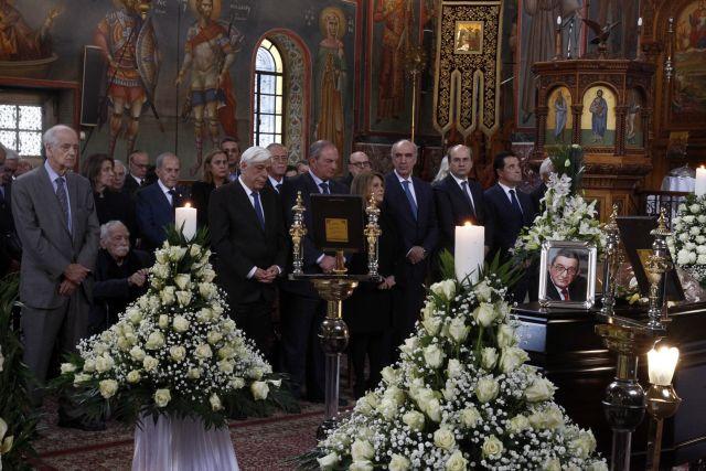 Συγκίνηση στην κηδεία του Χρήστου Πασαλάρη | tovima.gr