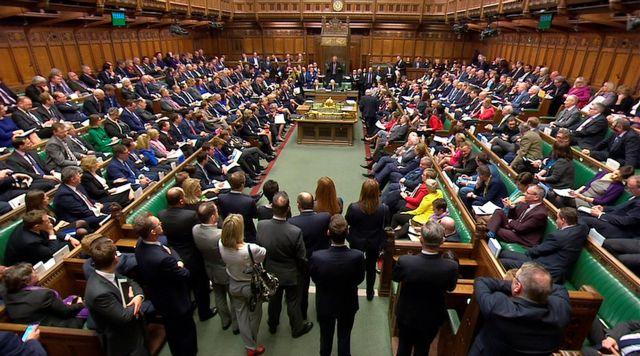 Βρετανία : Ερωτας είναι η αιτία παραίτησης υφυπουργού | tovima.gr