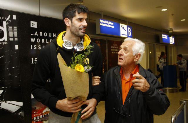 Αποθεώθηκαν οι παίκτες της ΑΕΚ στην επιστροφή τους | tovima.gr