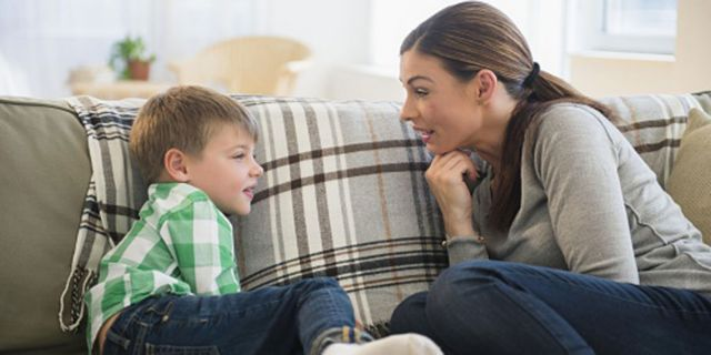 Μη μιλάτε απλώς στο παιδί σας, μιλήστε με το παιδί σας | tovima.gr