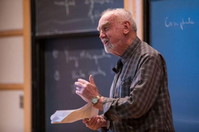 Στον Ρόμπερτ Λάνγκλαντς το φετινό «Νόμπελ Μαθηματικών» | tovima.gr