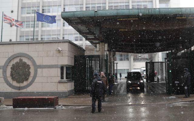 Εγκαταλείπουν την Μόσχα οι απελαθέντες Βρετανοί διπλωμάτες | tovima.gr