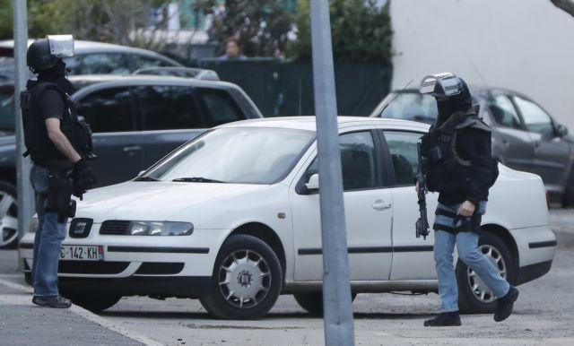 Γαλλία: Ανδρας έπεσε με το αυτοκίνητο πάνω σε στρατιωτικούς   tovima.gr