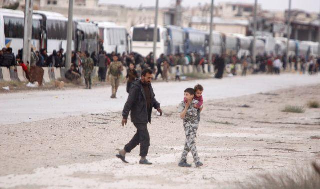 Συρία: Περισσότεροι από 105.000 άμαχοι έχουν εγκαταλείψει την Γκούτα | tovima.gr