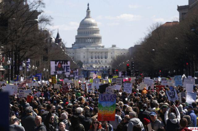 ΗΠΑ: Μαθητές και καθηγητές διαδηλώνουν εναντίον των όπλων | tovima.gr