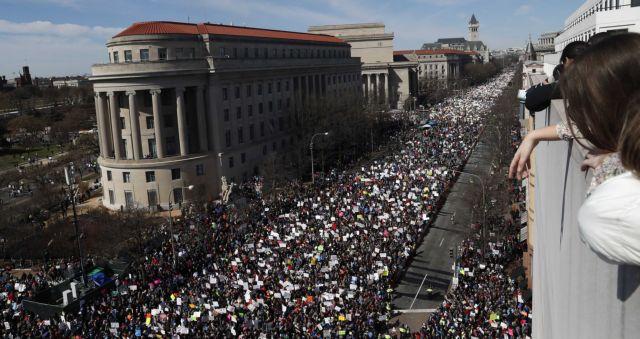 Πάνω από ένα εκατ. διαδηλωτές κατά της οπλοκατοχής στις ΗΠΑ   tovima.gr