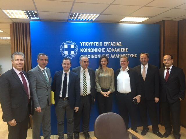 Αχτσιόγλου: Συνάντηση με αντιπροσωπία των Δικηγορικών Συλλόγων | tovima.gr