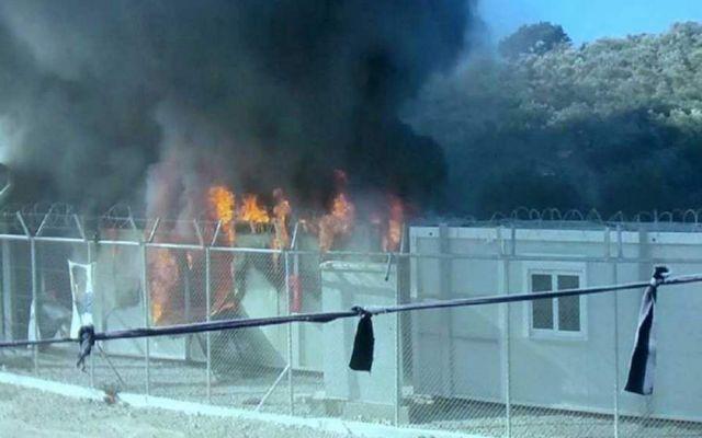 Φωτιές και επεισόδια σε κέντρο φιλοξενίας προσφύγων στα Οινόφυτα Βοιωτίας   tovima.gr