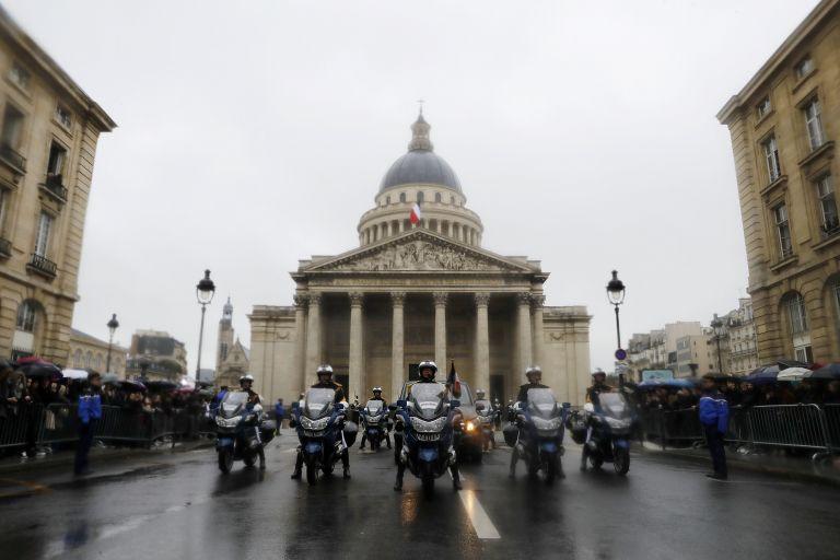 Γαλλία: Τελετή μνήμης στον ήρωα αστυνομικό της επίθεσης στο Καρκασόν | tovima.gr