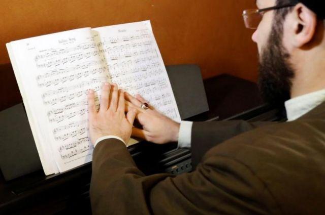 Σιίτης ιερωμένος εκδιώχθηκε από ιερατική σχολή εξαιτίας του πιάνου   tovima.gr