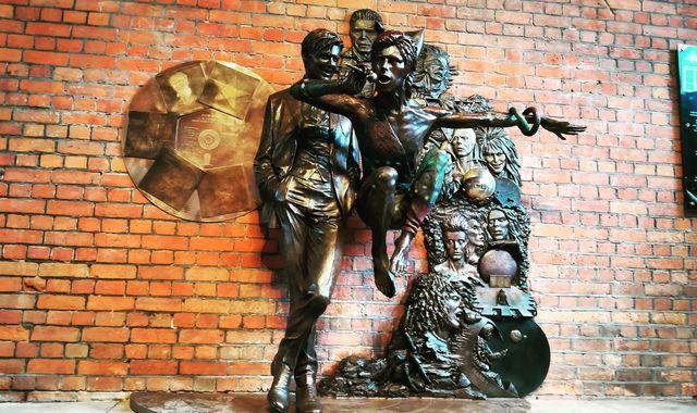 Αγαλμα του Μπάουι στο κλαμπ που εμφανίστηκε για πρώτη φορά | tovima.gr