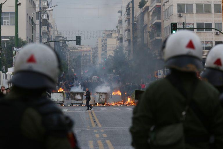 Συγκρούσεις και χάος στον Πειραιά για να διευκολυνθεί ο Ευ. Τσακαλώτος | tovima.gr