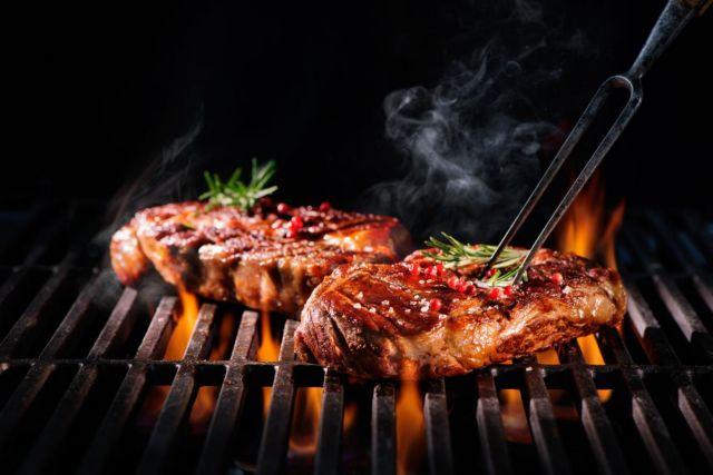 Ο τρόπος που μαγειρεύετε το κρέας ή το ψάρι, ίσως οδηγεί σε υψηλή πίεση | tovima.gr