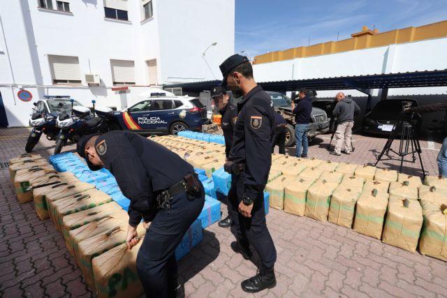 Ισπανία: 8,7 τόνοι κοκαΐνης κρυμμένοι σε κοντέινερ για μπανάνες   tovima.gr