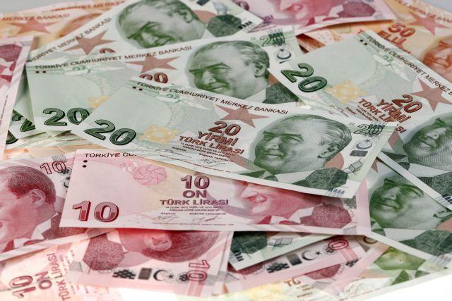 Καταρρέει η τουρκική λίρα | tovima.gr