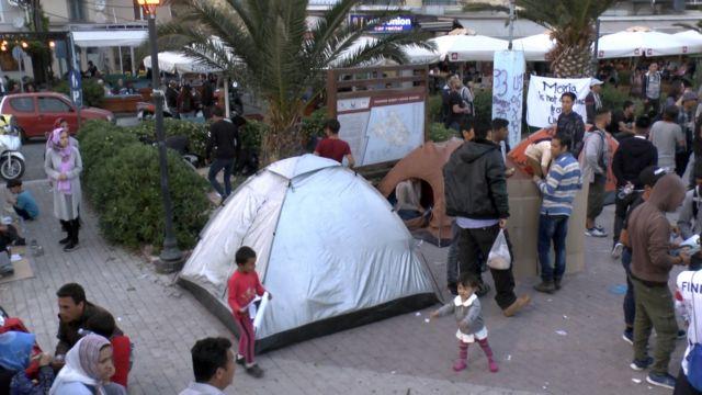 Μυτιλήνη: Καταυλισμός διαμαρτυρίας σε πλατεία από πρόσφυγες-μετανάστες | tovima.gr