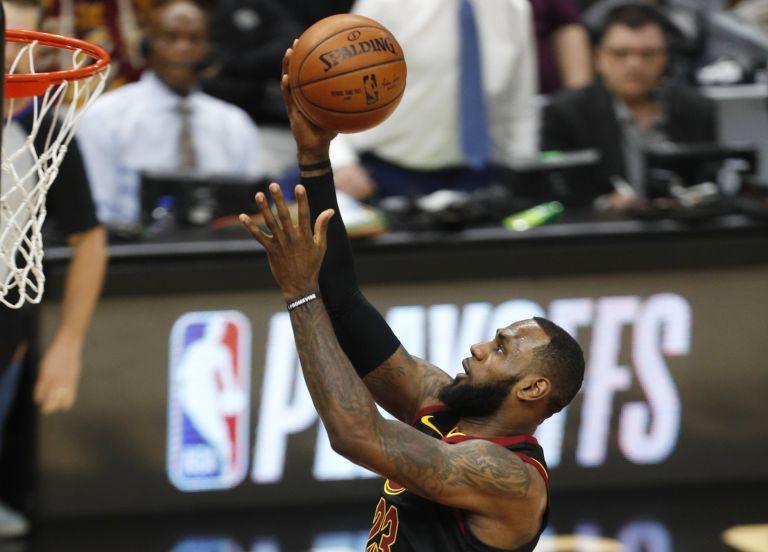 NBA: Νίκη 100 – 97 για τους Καβαλίερς με μυθική εμφάνιση Λεμπρόν   tovima.gr
