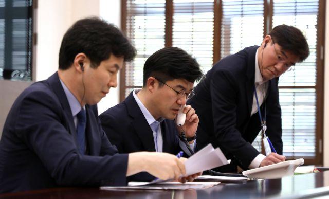 Κόκκινη τηλεφωνική γραμμή μεταξύ των ηγετών των κορεατικών κρατών | tovima.gr